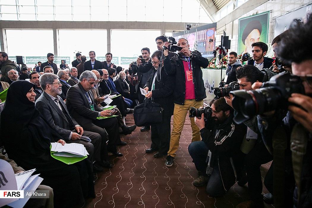 حضور چهره های مختلف سیاسی در همایش