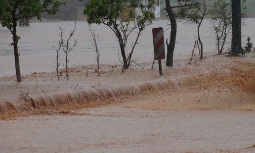 مسدود شدن ۲ مسیر در سیستان و بلوچستان بر اثر سیلاب