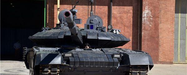با حضور وزیر دفاع«کرار»؛ نخستین تانک پیشرفته بومی کشور رونمایی شد