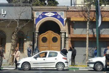 مردم پشت درهای بسته موزههای تهران ماندهاند