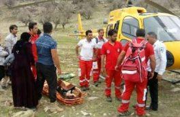 امدادرسانی اورژانس هوایی به زن و مرد گرفتار در کوههای قلارنگ ایلام