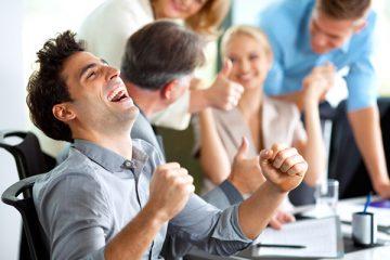 چگونه بدون افزایش حقوق، کارمندان خود را خوشحال کنیم