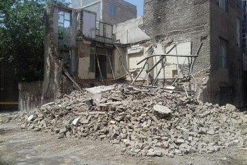 ساختمان قدیمی متروکه فرو ریخت