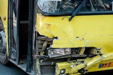 برخورد اتوبوس شهری با چند خودرو و عابر در اسلامشهر /حادثه تلفات جانی نداشت