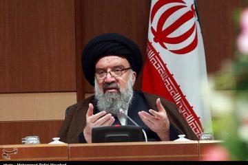 هشدار امام جمعه موقت تهران نسبت به ورود کتابهای تکفیری به نمایشگاه/نامزدهای انتخاباتی نظام را زیر سوال نبرند