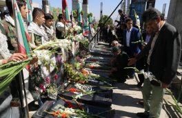 غبارروبی و عطرافشانی مزار معلمان شهید در تبریز