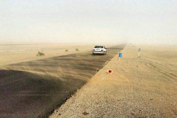 طوفان شن با سرعت ۶۰ کیلومتر، محور خُور به طبس را درنوردید