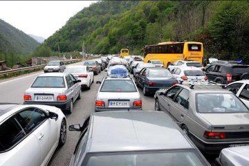 ترافیک در مسیر برگشت جاده هراز به تهران سنگین است